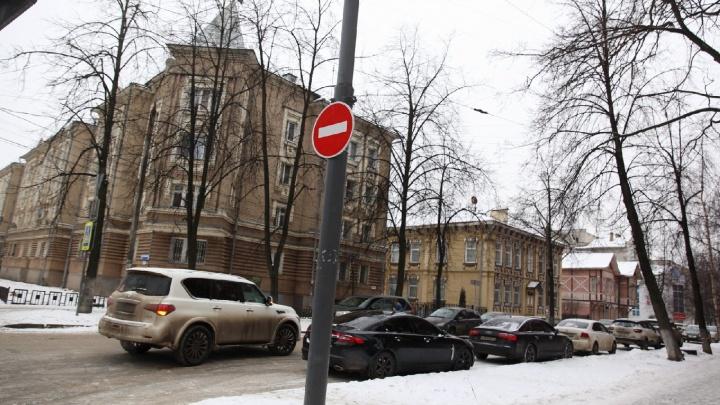 Едут под кирпич: ярославские водители проигнорировали введение одностороннего движения в центре