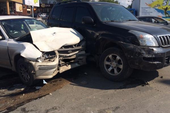 В аварии пострадали пассажиры такси