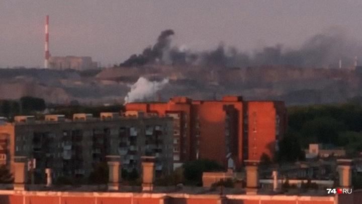 «Не там воюете»: челябинцев возмутил чёрный дым в районе городской свалки