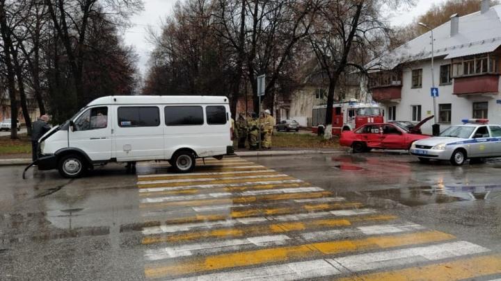 В Башкирии Daewoo Nexia врезалась в маршрутку: три человека пострадали