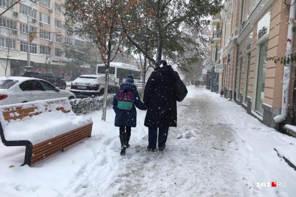 Снег в Ростове лежит почти две недели, но во многих местах его и не пытались чистить