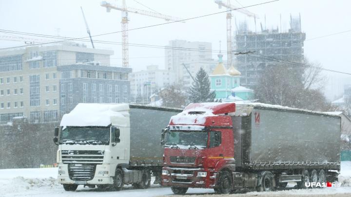 В Уфу запретили въезжать грузовикам