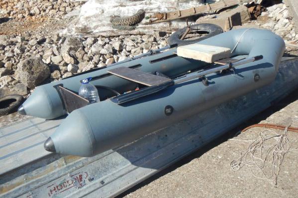 Лодку обнаружили рядом с КамГЭС, человека в ней не было