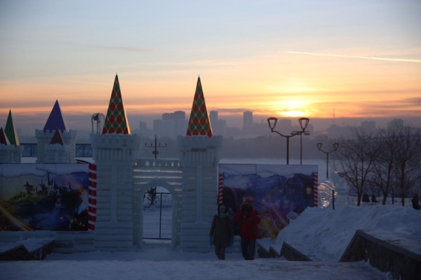 Новый ледовый городок посвящён рыцарям и драконам