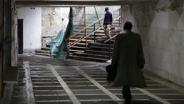 «Смысл просиживать?»: подрядчик показал, как ремонтирует переходы в центре Челябинска