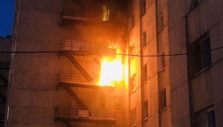 Двое в реанимации: рассказываем о состоянии пострадавших на крупном пожаре в озёрской многоэтажке