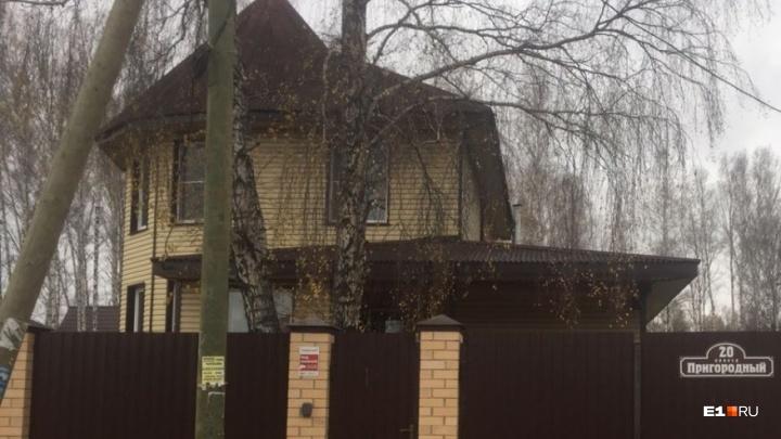 Суд признал незаконным расширение свалки, из-за которой могли снести коттеджи под Екатеринбургом