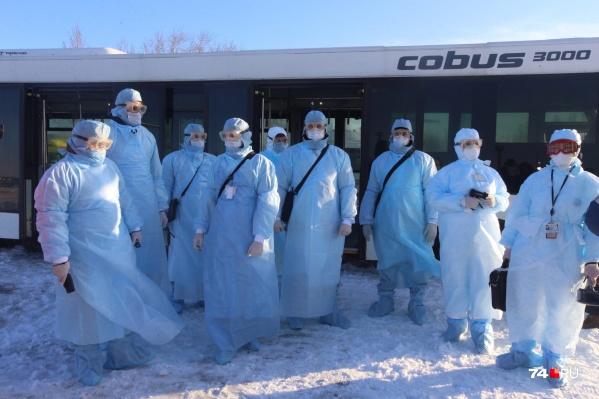 Первыми на земле самолёт должны встречать медицинская служба аэропорта, пограничники и Роспотребнадзор