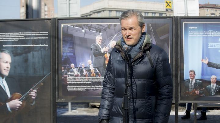 Всемирно известный скрипач-виртуоз открыл фотовыставку в Первомайском сквере