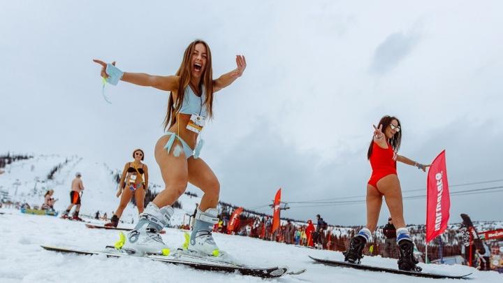 Лёд и пламень:в Шерегеше завершился рекордный массовый спуск с горы в бикини