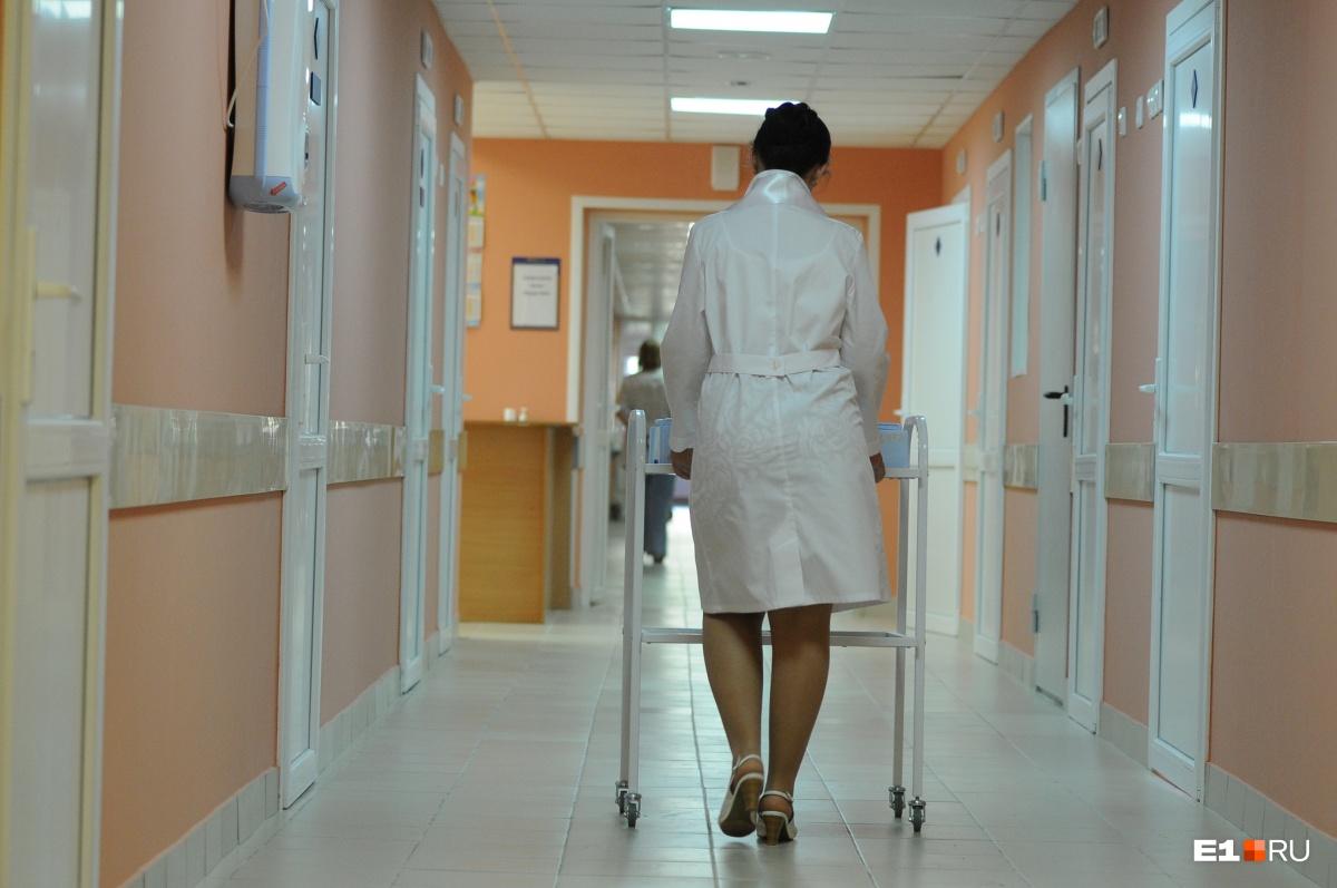Большинство врачей говорят, что работают практически без выходных, чтобы получать приличную сумму