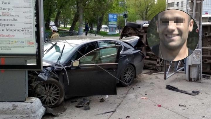 «Без прав сел за руль»: водителя Lexus, протаранившего микроавтобус в центре Перми, посадили в ИВС