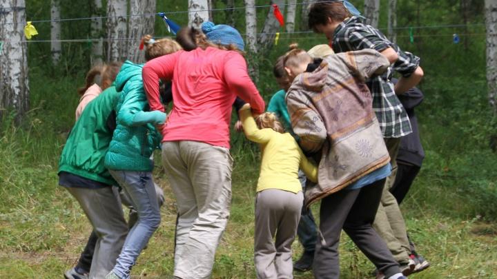 «Детей грозили увезти в приют»: под Челябинском после трагедии в «Холдоми» закрыли палаточный лагерь