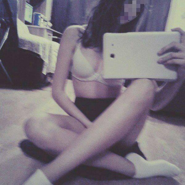 Вика отправляла Максиму свои фотографии, в том числе интимные (это одна из самых пристойных)