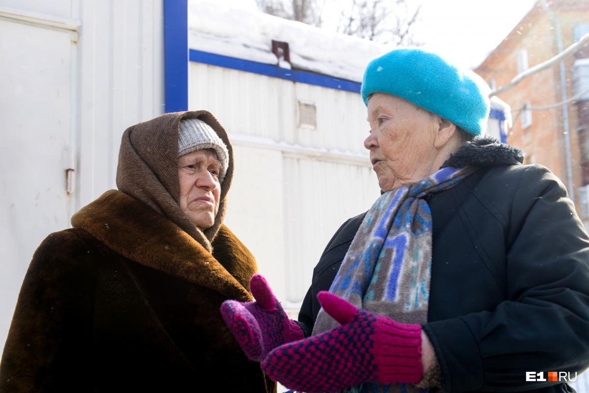 Ираида Фёдоровна (справа) приходит не столько за обедами, сколько за общением
