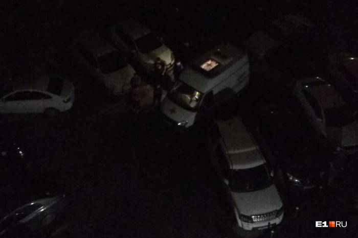 Инцидент произошел во дворедома на Маневровой, заставленном машинами