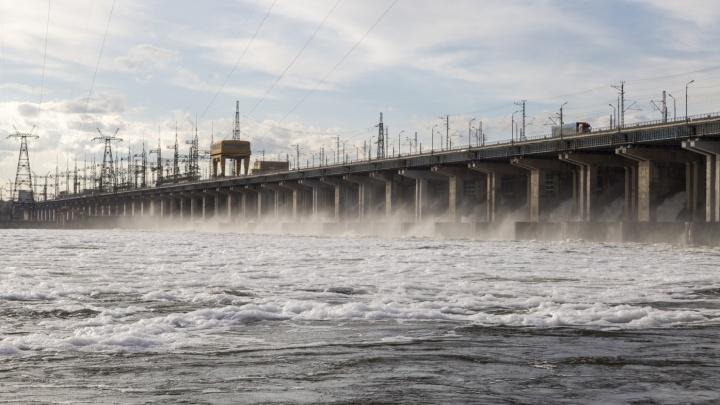 На Волжской ГЭС начался осенний паводок