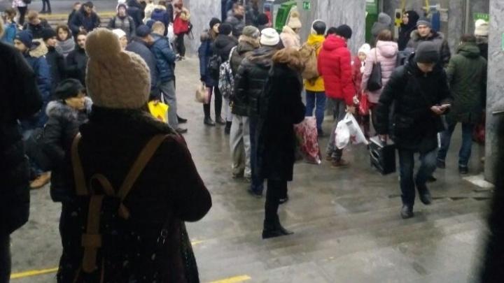 В Екатеринбурге закрыли все станции метро