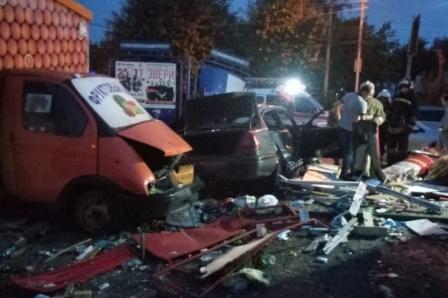 Врачи рассказали о состоянии пострадавших в аварии с «Мерседесом», который врезался в киоск