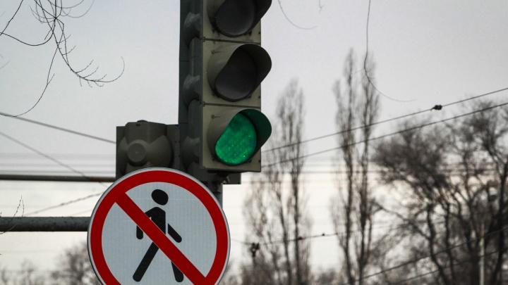 В центре Ростова на нескольких улицах отключили светофоры