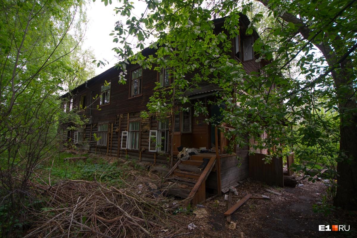 Так выглядели деревянные домики, которые стояли в этом квартале