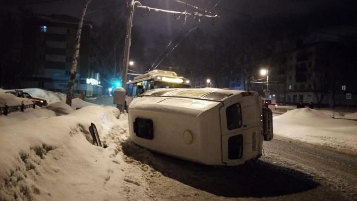 В Стерлитамаке еще одна маршрутка попала в аварию: пострадал пассажир