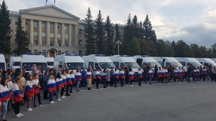 Зауралье получило новые автомобили скорой помощи и школьные автобусы