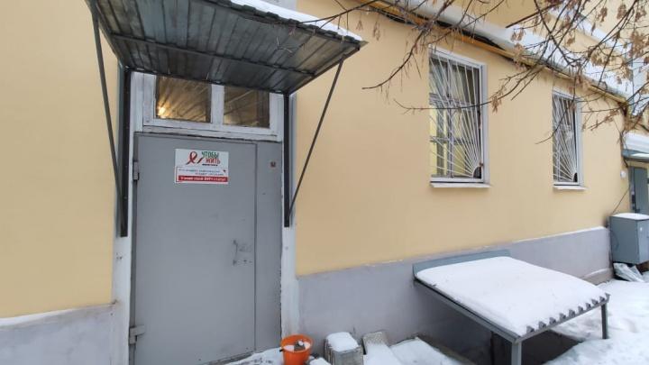 В Екатеринбурге из центра экспресс-тестирования на ВИЧ украли ящик с пожертвованиями