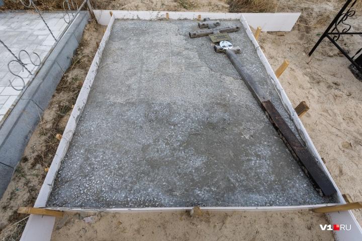 Зинаида Вандышева была шокирована тем, как замуровали могилу ее близких