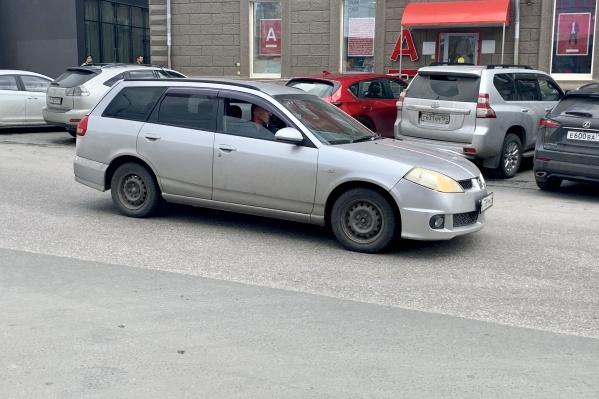 """В Новосибирске <nobr class=""""_"""">144 200</nobr> машин с правым рулем"""
