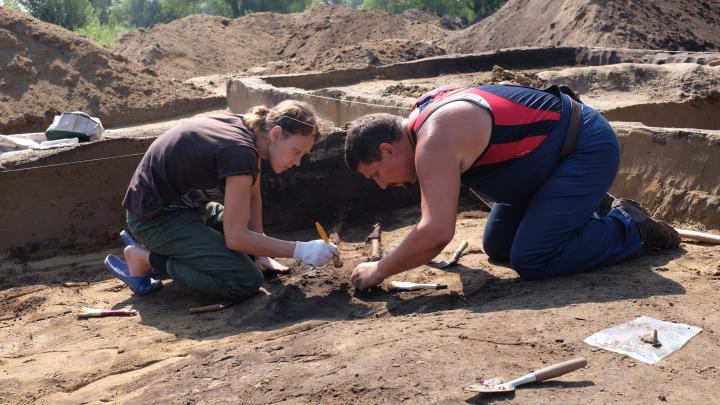 Лодки в загробный мир и фаллические подвески: 6 самых важных находок новосибирских археологов