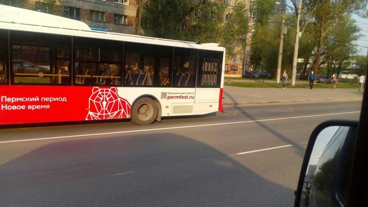 «Волгабасы» начали ломаться? Пермяки обсуждают аварию с участием нового автобуса