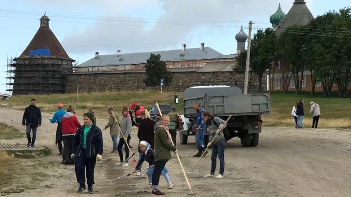 «Уезжаю, чтобы не видеть этот цирк»: жители Соловков вспоминают визит патриарха Кирилла