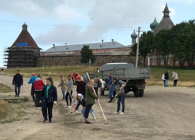 В августе на Соловках снова пришло время собирать камни