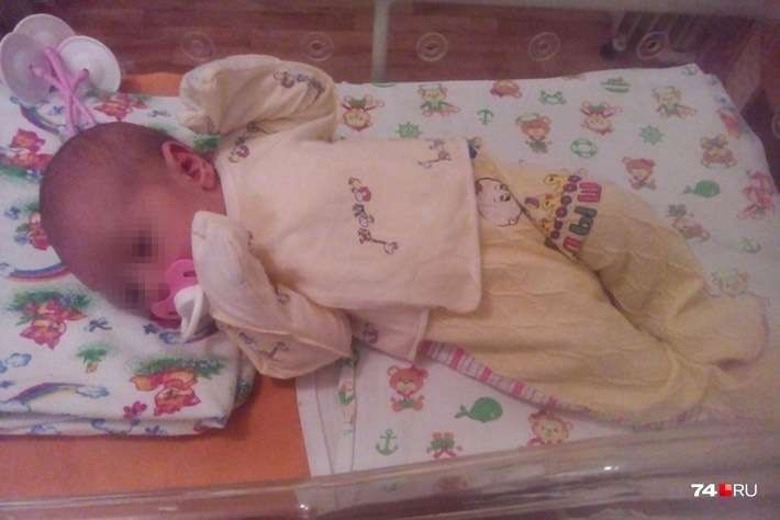 Девочка, которая родилась 4 марта, в среду вместе с мамой поехала домой