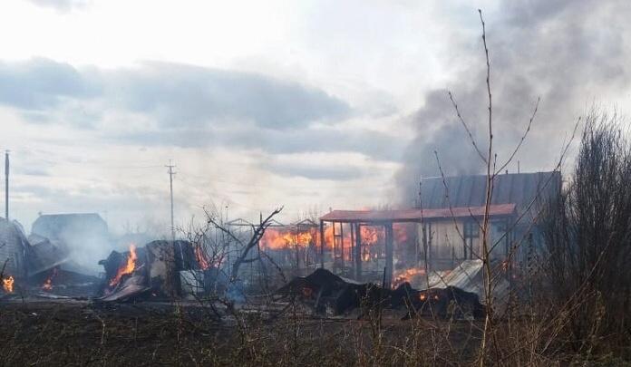 В Башкирии огонь уничтожил пять домов