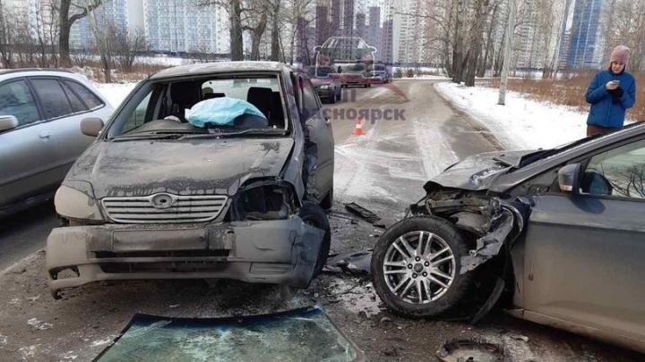 Две девушки не поделили дорогу на Ярыгинском проезде и устроили аварию