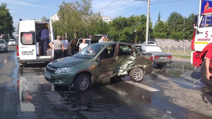 Четырёх человек увезли в больницу после жёсткого ДТП на Дуси Ковальчук