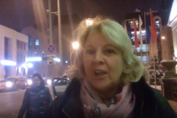Автомобилистка Елена Навдужас поругалась с пешеходом Артёмом Хасановым. Позже женщина решила пойти на мировую, но тюменец отказался прощать её
