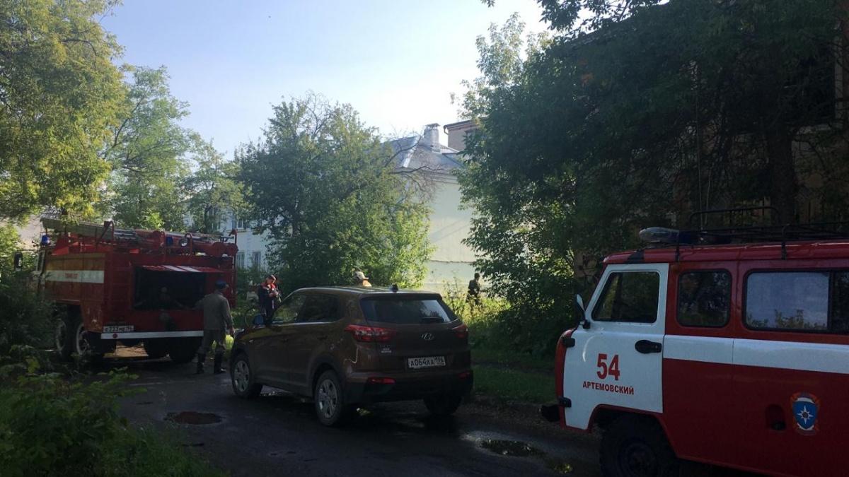 На месте работают спасатели, сотрудники полиции и местной администрации