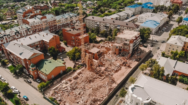 Долгострой на Ленина — Кирова доживает последние недели. Смотрим с высоты, что осталось от здания