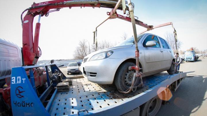 Должника найдет инспектор: ГИБДД обязали помогать приставам в поиске неплательщиков