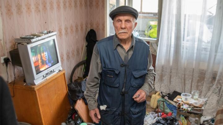 Почему не помогли? МВД проверит полицейских, к которым после избиений обращался 80-летний дедушка