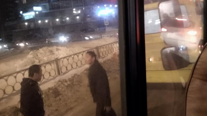 В Заречном водители маршруток устроили драку из-за ДТП