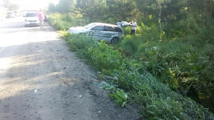 Попавшая в аварию «Тойота Калдина» улетела в кювет