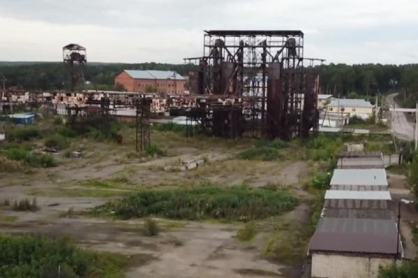 В передаче показали разрушающийся завод