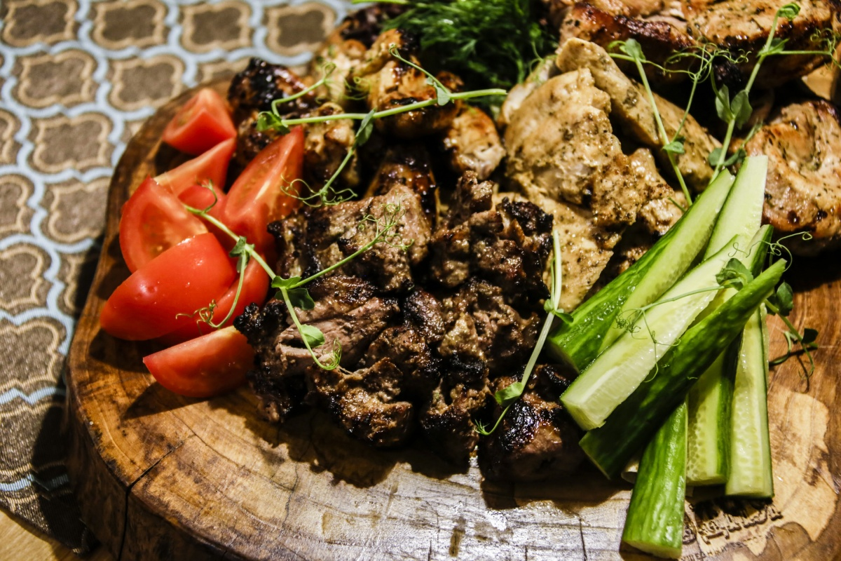Шеф-повар Игорь Мошкин поделился четырьмя рецептами шашлыка