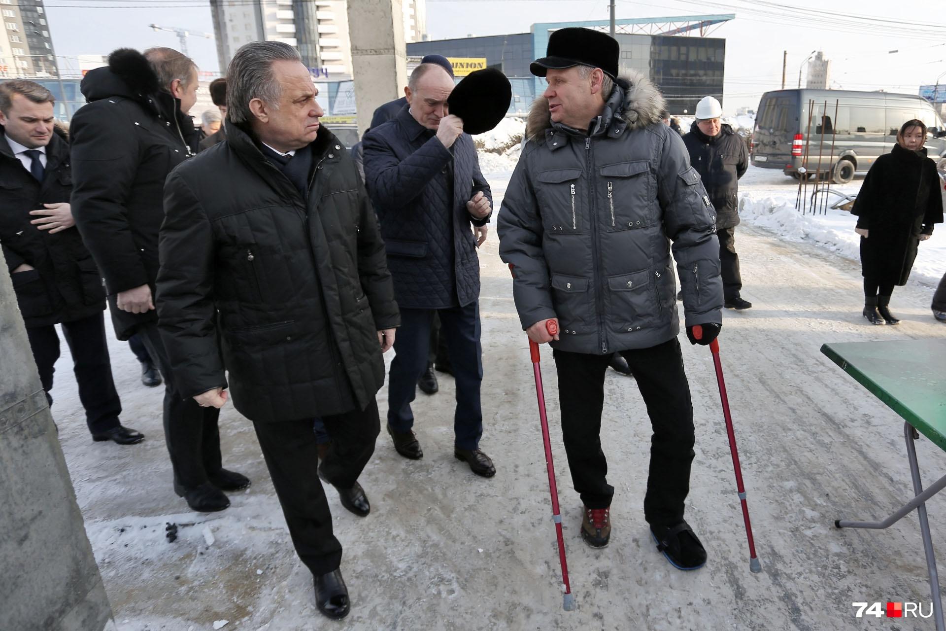 На улице Труда делегацию поджидал генеральный директор компании «Триумф» Алексей Наговицын, ответственный за конгресс-холл