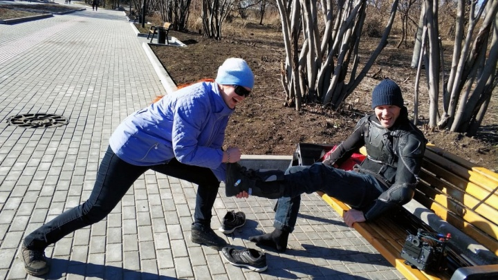 Не гони: на Михайловской набережной сняли фильм для очень быстрых байкеров