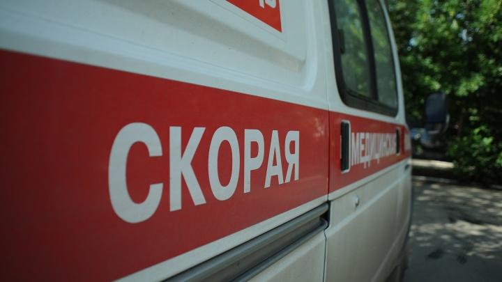 Водитель Lada сбил велосипедиста во Втузгородке, пострадавшего увезли на скорой